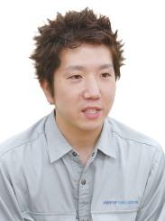 写真:ゴム製造部 ゴム製造課  鈴木清斗